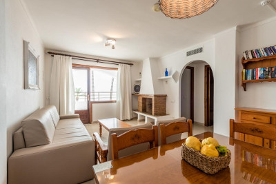 [1 BEDROOM APARTMENT NOT REFUNDABLE (2 adults + 1 child)] Cozy Apartment with Pool on the beach