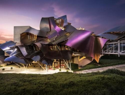 Hotel Marques de Riscal – Vinoterapia e relax in una bizzarra architettura nelle campagne spagnole