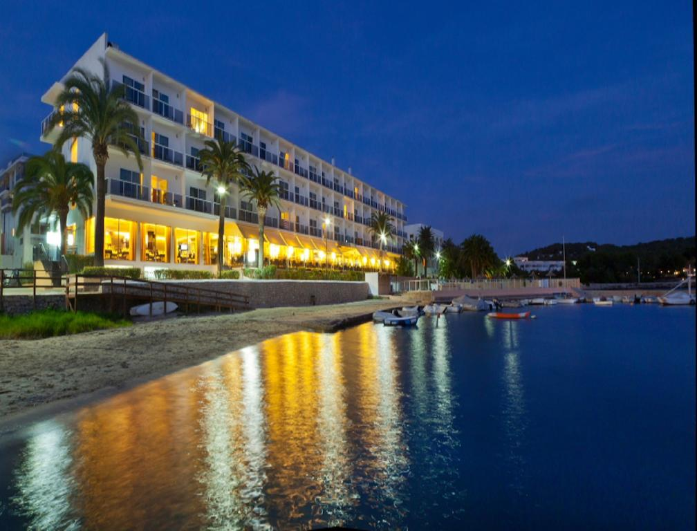 Beachfront SPA Hotel with Sea Views and Pool IBIZA HTL SIBTAL overview in the night
