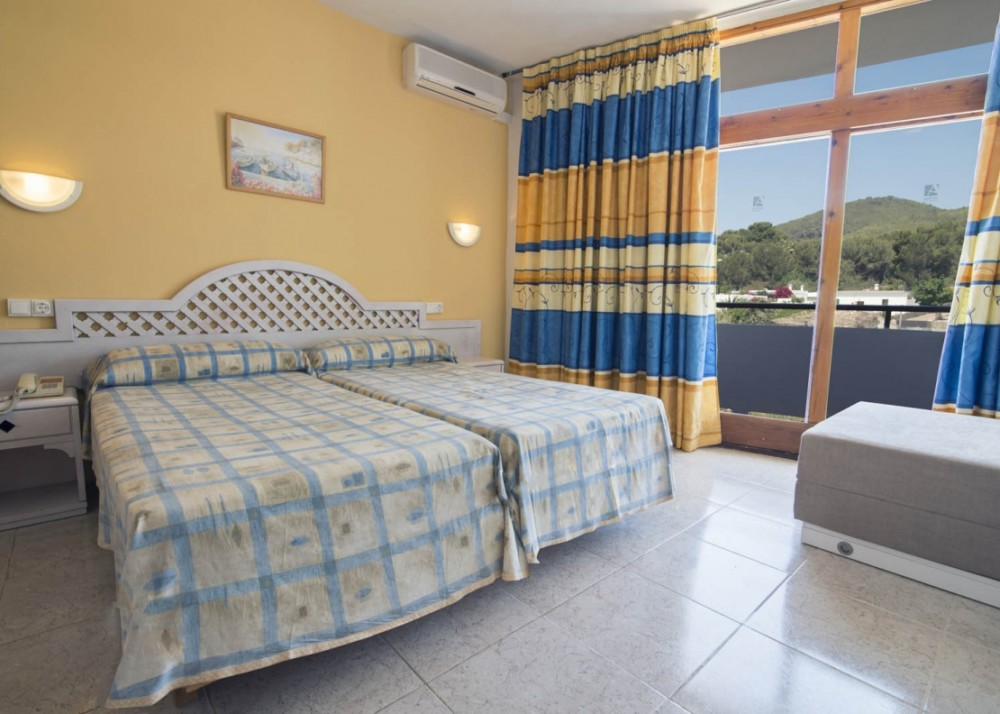 Central cheap Hotel with terrace SANTA EULALIA htl seazme Room4