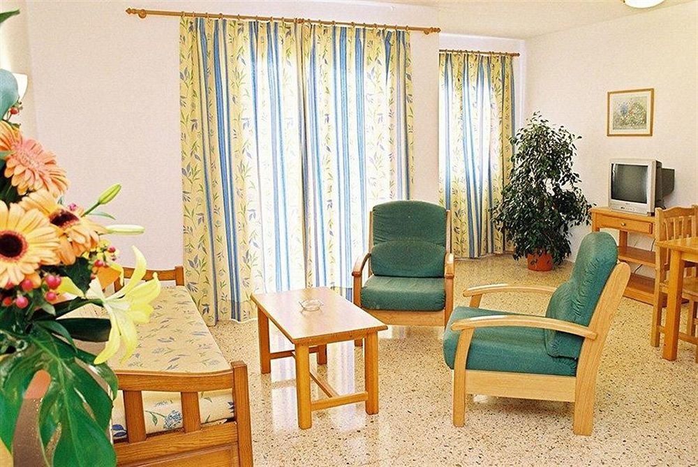 Cheap Apartment Cafè del Mar with pool SAPONI Living Room