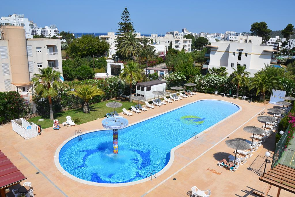 Cozy Apartment with large pool city heart SAN ANTONIO SIRAPSAN Pool