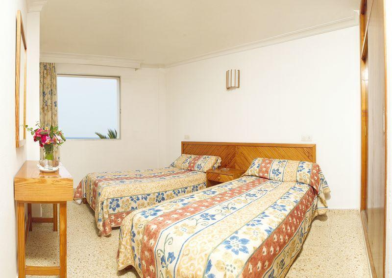 Cozy Holiday Studio Apartments with Pool, PLAYA DEN BOSSA ...