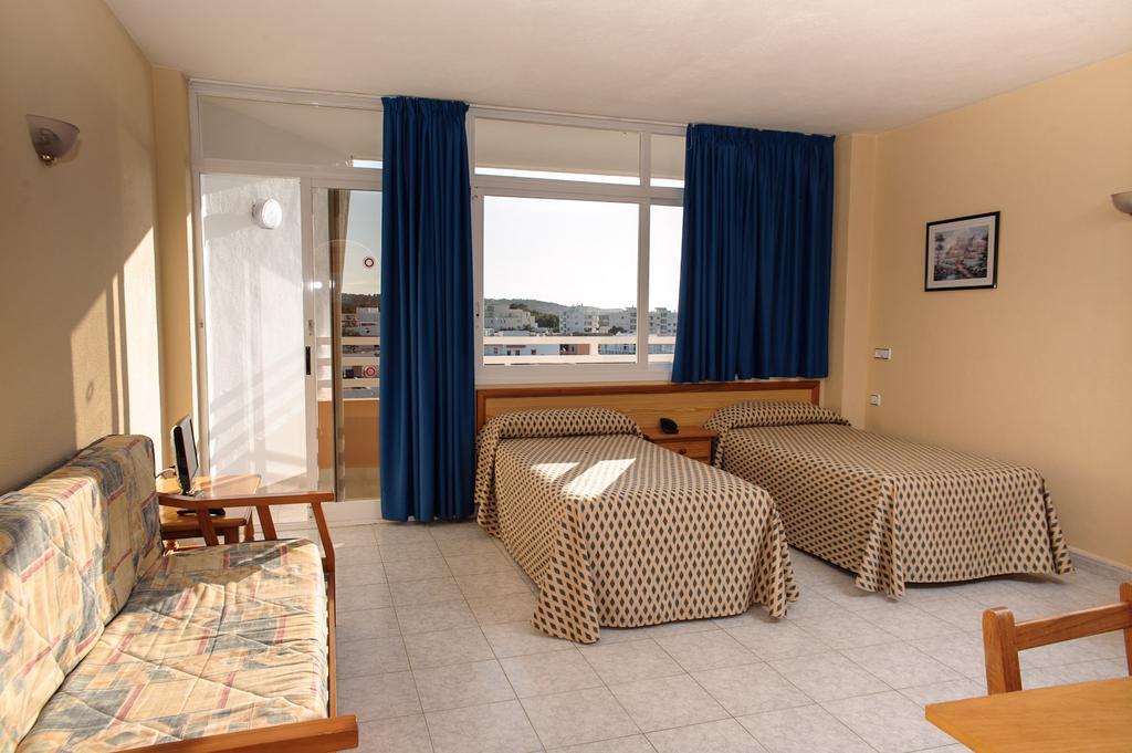 Cozy bright apartment with pool TRPCSANT SAN ANTONIO BAY Bedroom 2