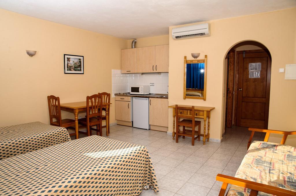 Cozy bright apartment with pool TRPCSANT SAN ANTONIO BAY Living Area