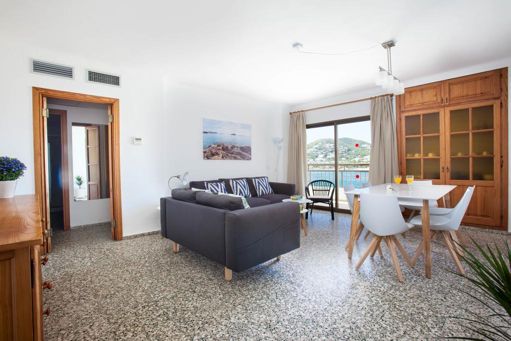 Elegant large and bright Apartment by the sea APBAHSE living Room