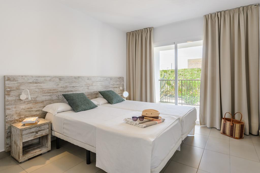 Large bright apartment with pool in Sant Antonio BAHIARIV Bedroom