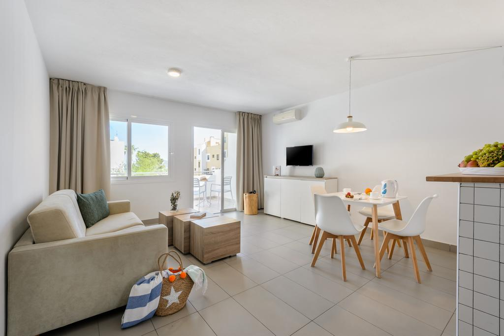 1 Bedroom Apartment 2 Adults And 2 Children Large Bright Apartment And Hotel Room With Pool