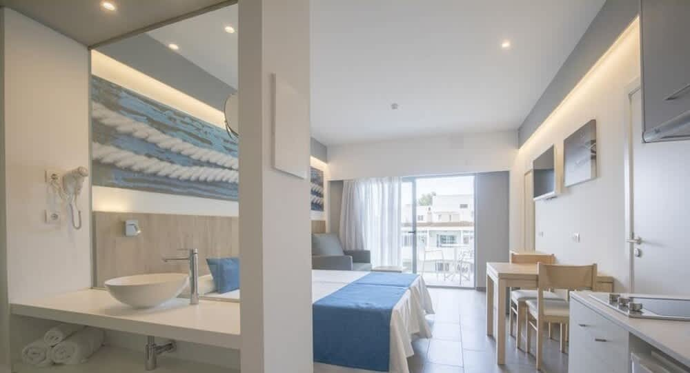 Large comfortable apartment with pool and private parking SEUCALU Bedroom4