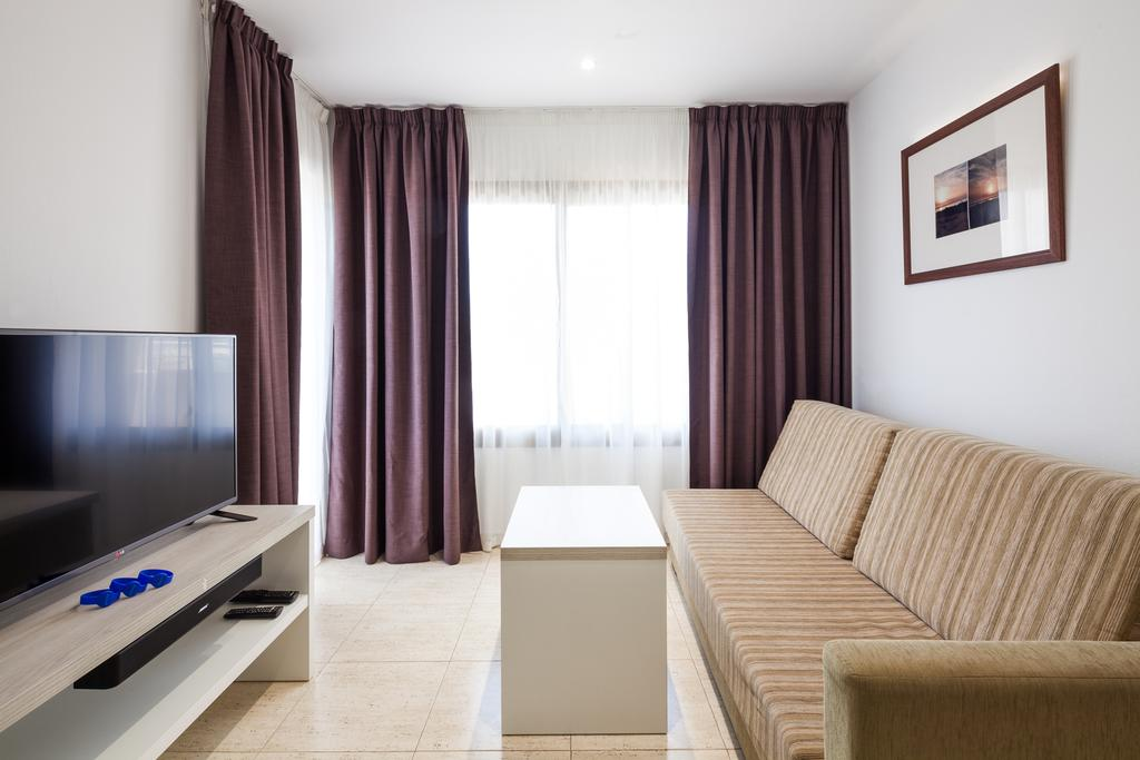 Large lovely apartment just a step from Play d en Bossa s nightlife IBHEAAP Living room3
