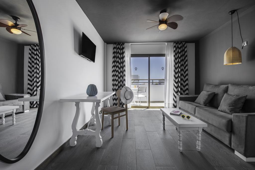 Modern Loft Studio Playa d en Bossa BOSSAMOG 4