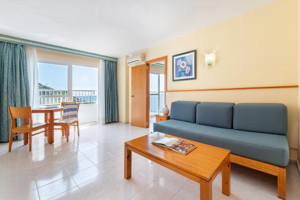 Nice and cheap studio apartment with pool TRGARAP Living room