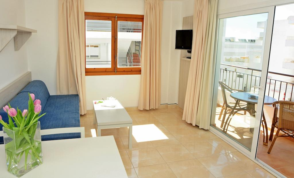 Playa den Bossa Central Apartment 6 guests AVEIBZAP Living room 4