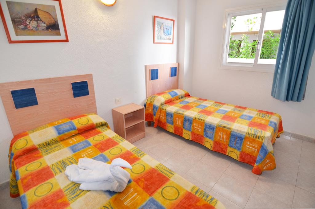 Playa den Bossa apartment pool 3 guests Ibiza PLSOLAP Bedroom
