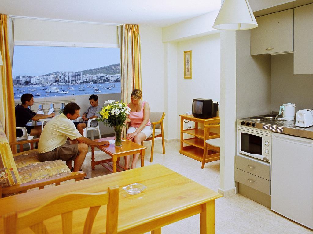 Spacious Bright sea view apartment sea view SAN ANTONIO RECDSSA Family Apartment