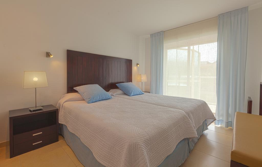 Spacious apartment with pool perfect for large groups MARPALSA Bedroom4