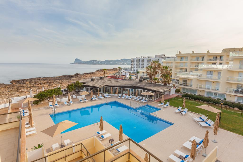 Spacious apartment with pool perfect for large groups MARPALSA Overview